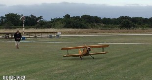 Biplan radiocommandé