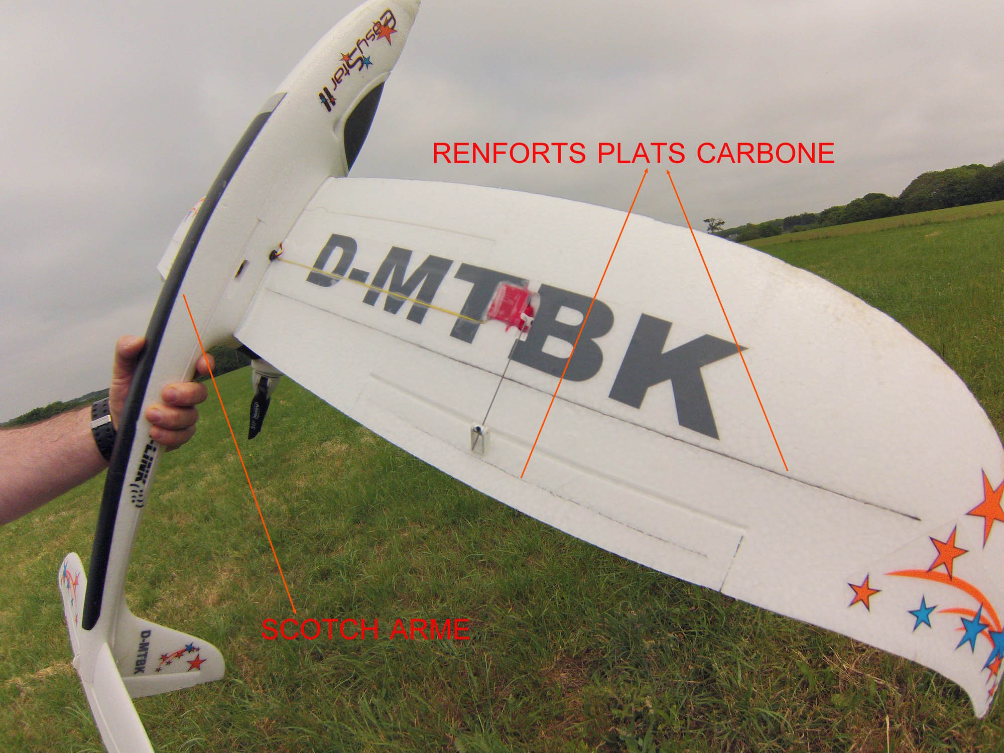 Positions des renforts carbones. Optimiser son EasyStar 2. Crédit photo : Bruno.H