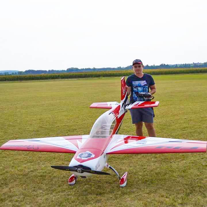 Pierre Louis vous présente sont Extra 300 d'Extrem Flight