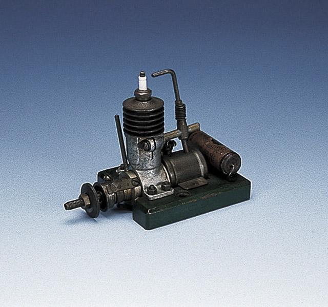 Moteur O.S. Type 1 de 1936, premier moteur fabriqué par Ogawa Shigeo. Crédit : O.S. Engine