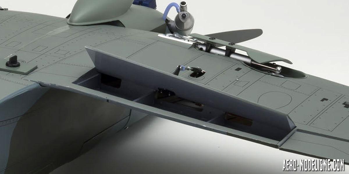 Volets de courbure fonctionnels en position ouverte sur le Spitfire Mk.V thermique de chez Kyosho.
