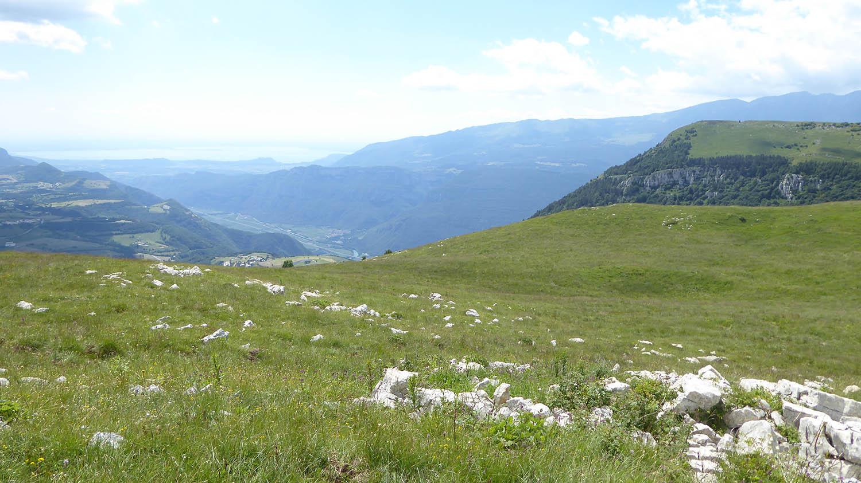 Corno Aquilio vu depuis Corno Mozzo, vallée Adige, lac de Garde. Crédit photo : Stefano C.
