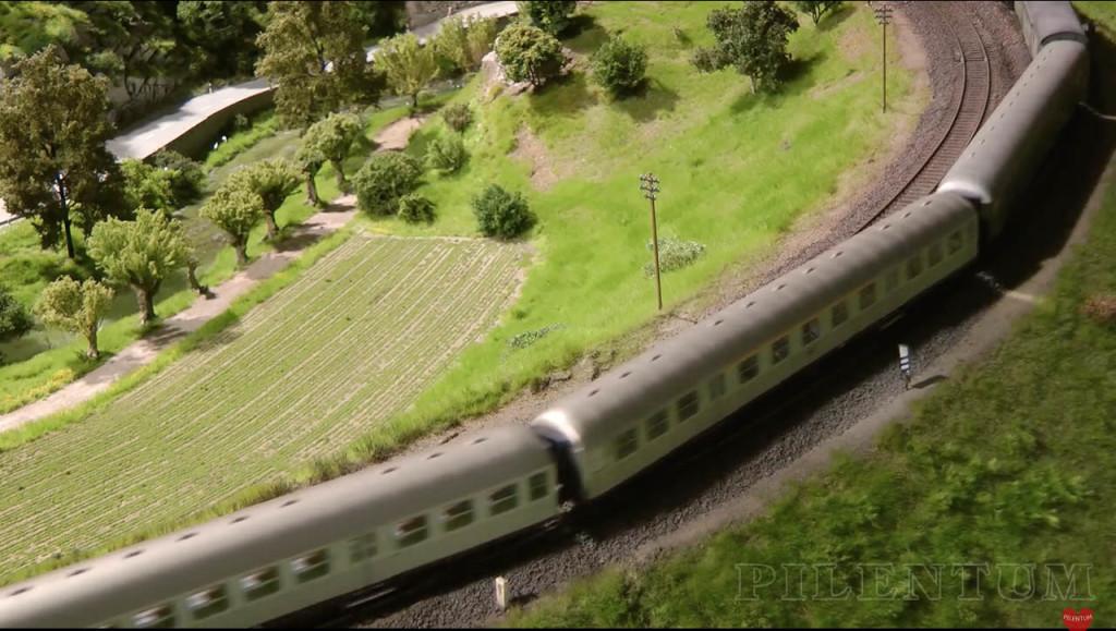 Paysages agricoles. Modellbundesbahn, un rŽeseau de trains Želectrique HO allemagne. Source chaine youtube : Piletum TV