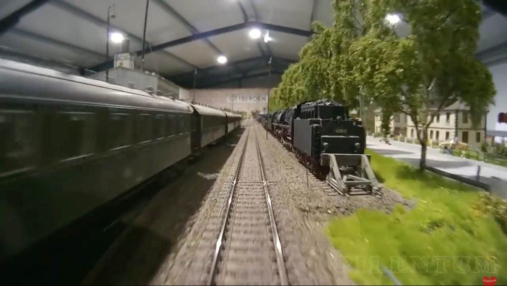 Caméra embarquée. Modellbundesbahn, un reŽseau de trains eŽlectrique HO allemangne. Source chaine youtube : Piletum TV