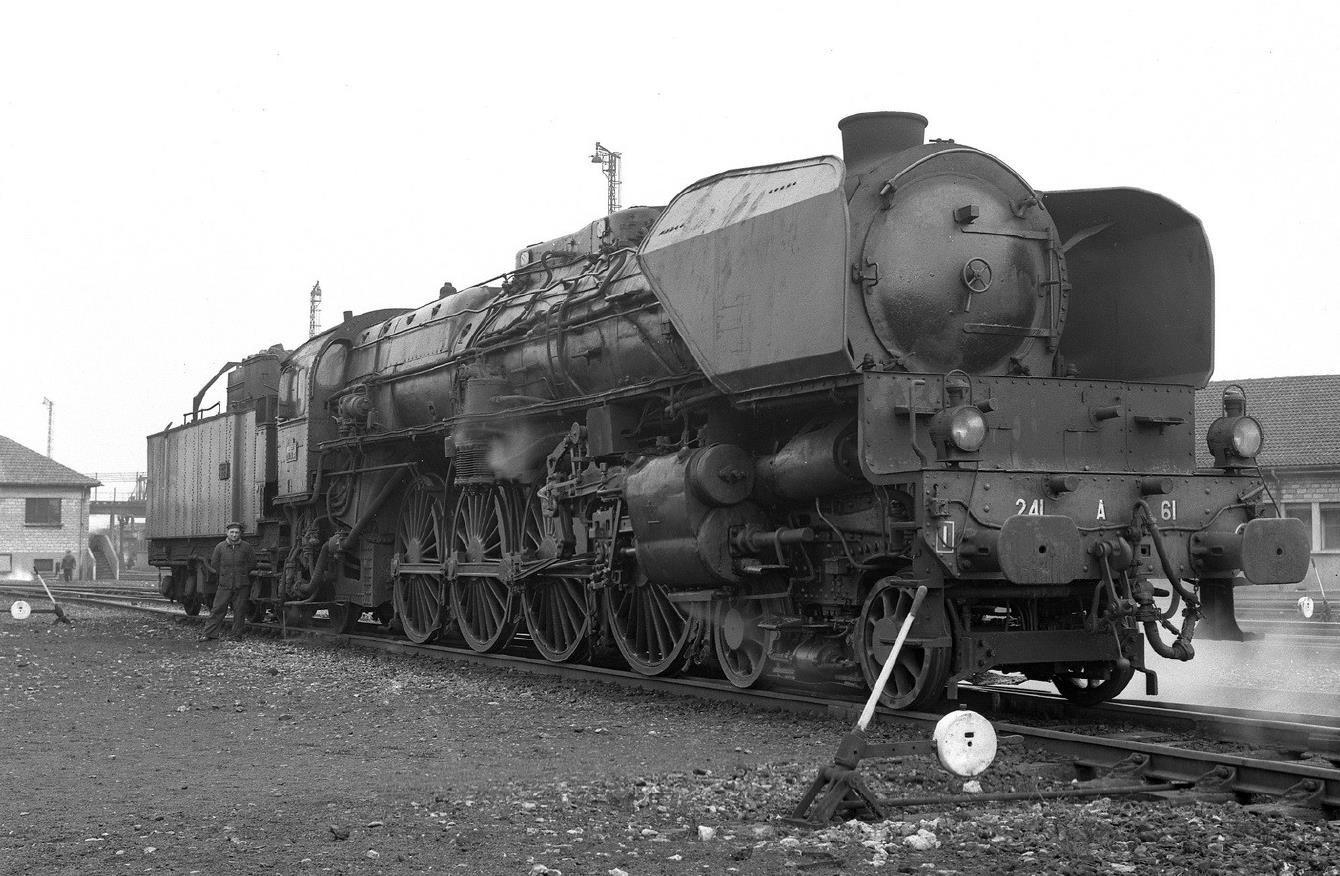 Photo d'époque d'une 241 A SNCF.
