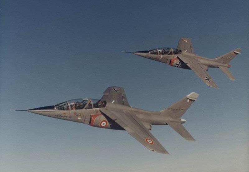 1ier vol de l'Alpha Jet de Dassault. L'Alpha Jet bénéficia d'optimisations informatiques.
