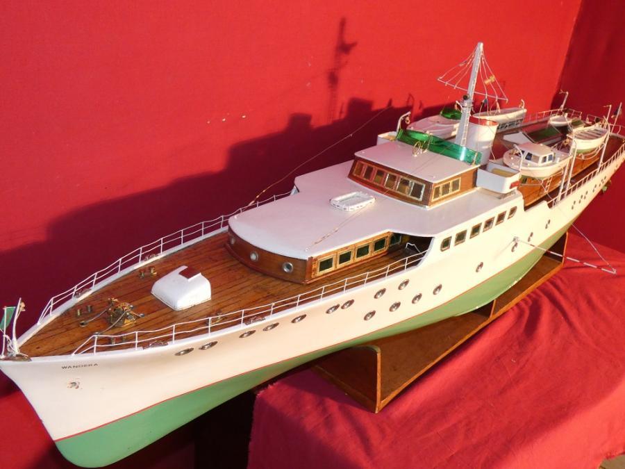 bateau radiocommandé vintage